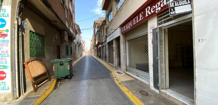 Local en Camino Real, 12